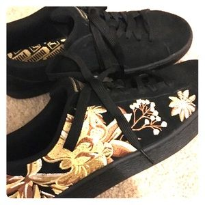 PUMA Black Suede Floral Embroidered Shoes NWOT 10
